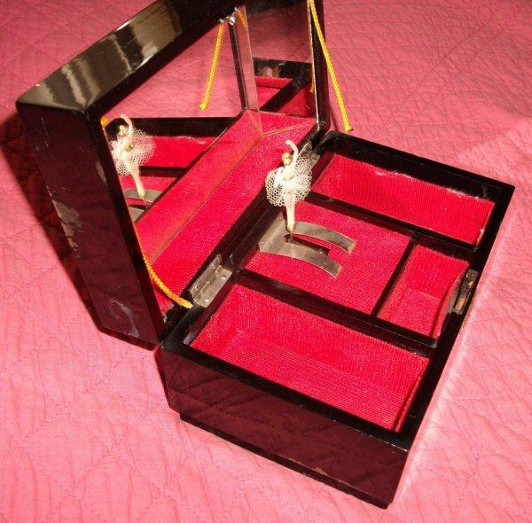 boite a bijoux musicale danseuse bois laque noire japon. Black Bedroom Furniture Sets. Home Design Ideas